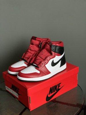 Nike Air Jordan 1 Retro High Satin Red