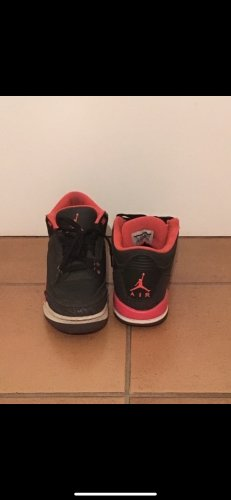Nike Air Jordan III 38