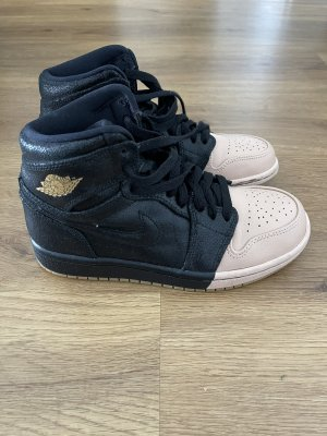 Nike Air Jordan in schwarz Schimmer mit rose
