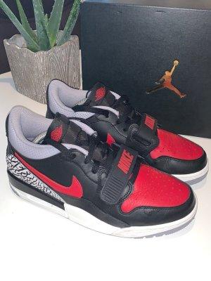 Nike Air Jordan Legacy 312 Gr.41 NEU