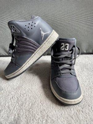 Nike Air Jordan Sneaker Schuhe grau Größe 37,5