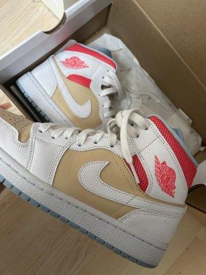 Nike air Jordans 1 mid sesame
