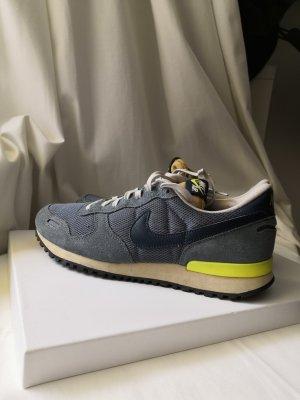 Nike Air Leder Gr 41 grün grau