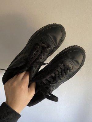 Nike Zapatillas con tacón negro