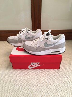Nike Air Max 1 Essential, US Size 7, weiß, grau, neuwertig