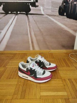 Nike Basket montante blanc-gris