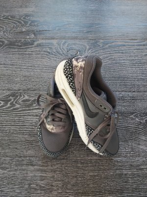 Nike Lace-Up Sneaker grey-dark grey
