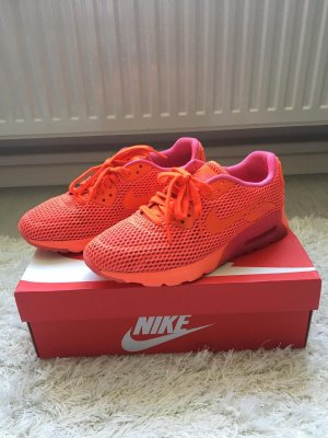 Nike Lace-Up Sneaker red