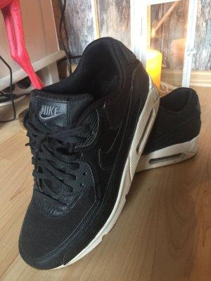 Nike Sneakers met hak zwart