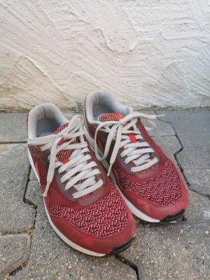 Nike Air Max in rot/grau/weiß