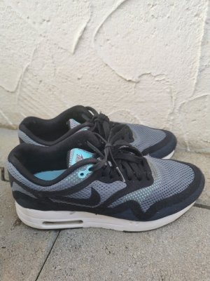 Nike Air Max in schwarz/grau