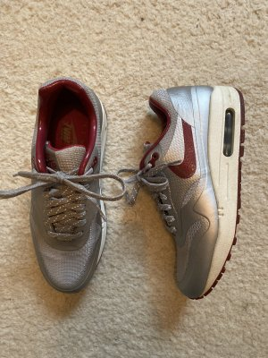 Nike Zapatilla brogue color plata-rojo oscuro