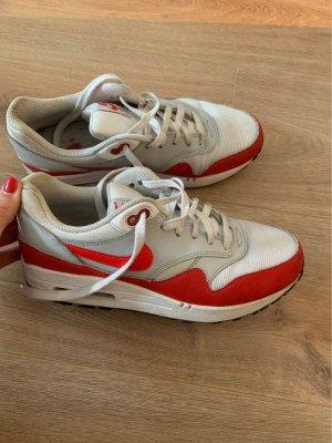 Nike Air Max in weiß-rot