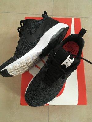 Nike Air Max Motion LW Eng Größe 41 schwarz dunkelgrau