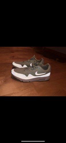 Nike Sneaker stringata menta-turchese