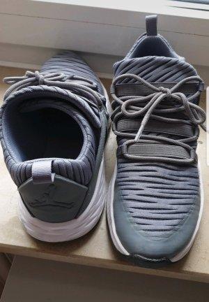 Nike Air Max Sportschuhe grau Größe 38,5