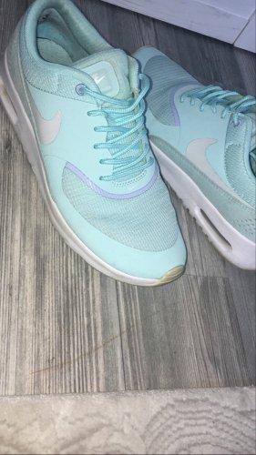 Nike Chaussures à lacets bleu clair