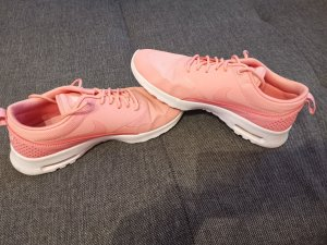 Nike Sneaker con zeppa rosa