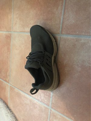 Nike Air Presto in Khaki