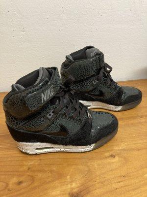 Nike Zapatillas con tacón negro-blanco