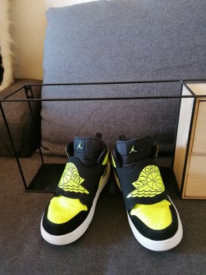 NIKE AIR SKY JORDAN 1 Black-Volt 2019