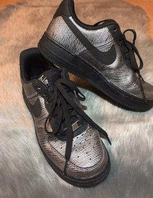 Nike AirForce 1, silber/schwarz, Größe 37,5
