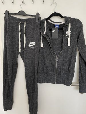 Nike Anzug