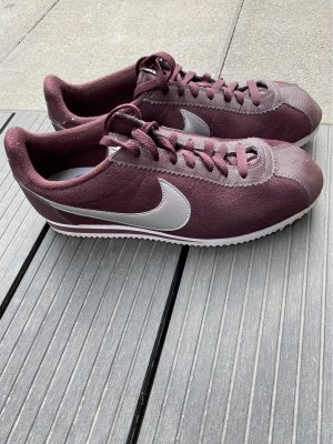 Nike Lace-Up Sneaker silver-colored-blackberry-red