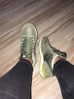 Nike Balance in Khaki