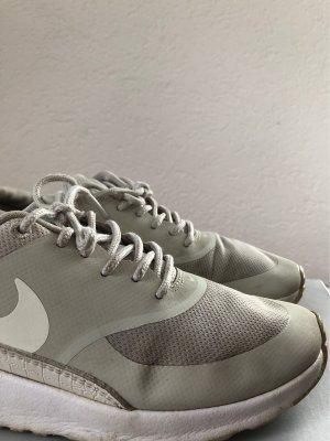 Nike beige weiße Schuhe