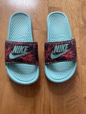 Nike Sandalias de playa turquesa-rojo oscuro