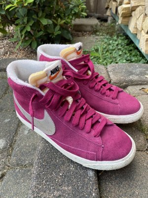 Nike Lace-Up Sneaker raspberry-red-violet