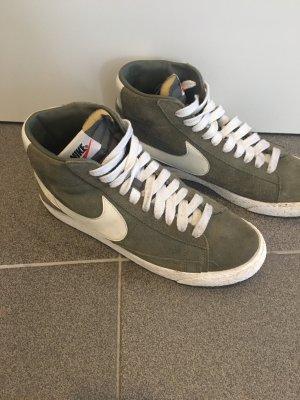 Nike Blazer in Khaki