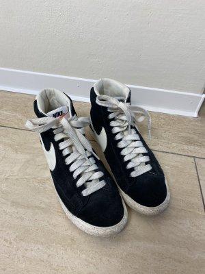 Nike Blazer in schwarz