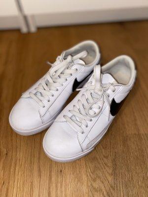 Nike Blazer LE