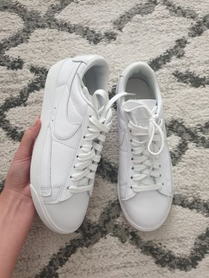 Nike Blazer Low Weiß Sneaker 37.5