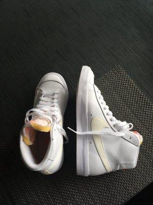 Nike Blazer Mid '77 Vintage Sneakers Weiß Gold 38