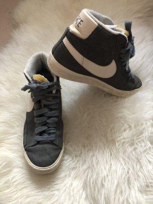 Nike Blazers in grau