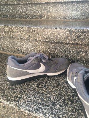 Nike Basket à lacet gris-blanc