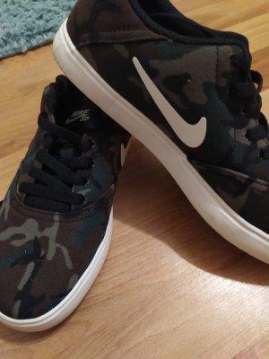 Nike Camouflage Sneaker