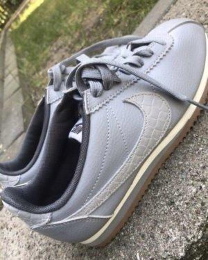 Nike Basket à lacet gris-argenté