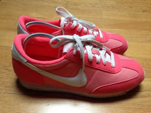 Nike Cortez in Neon Pink