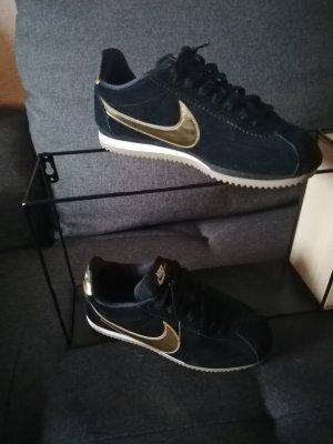 """Nike """"Cortez"""" schwarz und gold 2018"""