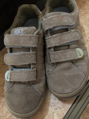 Nike Sneaker con tacco beige