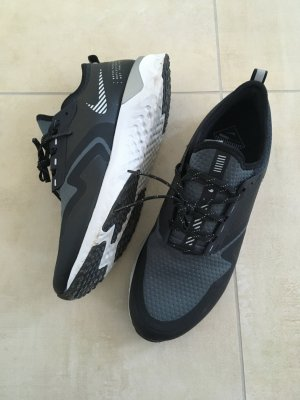 Nike Damen Laufschuhe Odyssey React 2 Shield Größe 41 schwarz reflektierend wasserabweisend