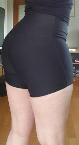 Nike Damen Sculpt Shorts Gr. M schwarz