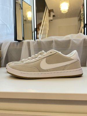 Nike dunk SB FC classics beige weiß