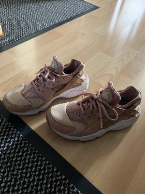 Nike Sneakresy na obcasie w kolorze różowego złota-biały
