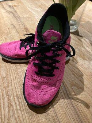 Nike Fitness und Laufschuhe Gr.36