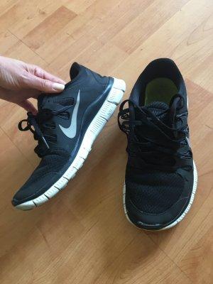 Nike Free 5.0 in Größe 39 schwarz ( auch in blau/lila/ weiß zu haben! )